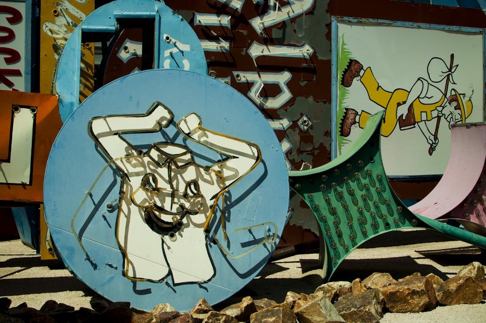 neon sign boneyard museum lune vintage 16 (1000x664).jpg