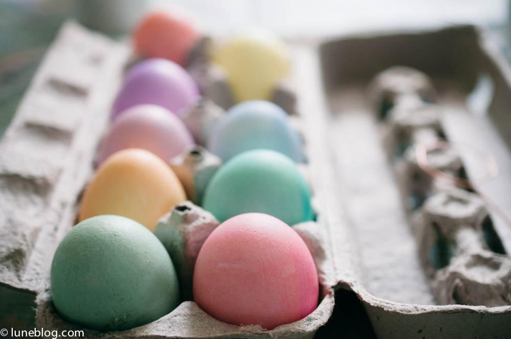 pastel easter egg dying lune blog (5 of 5).jpg