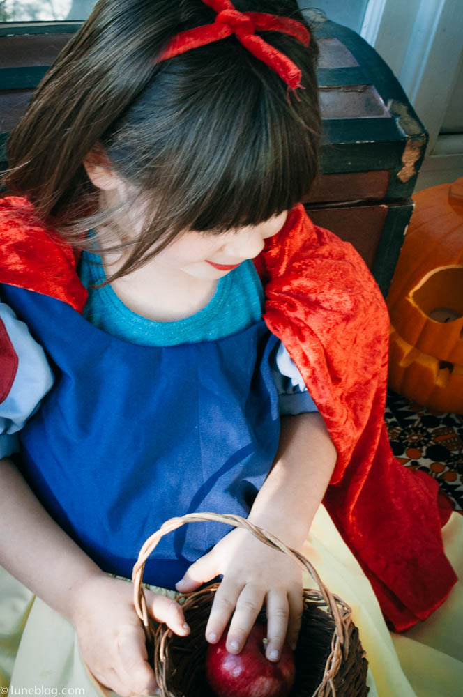 halloween lune blog snow white costume (39 of 24).jpg