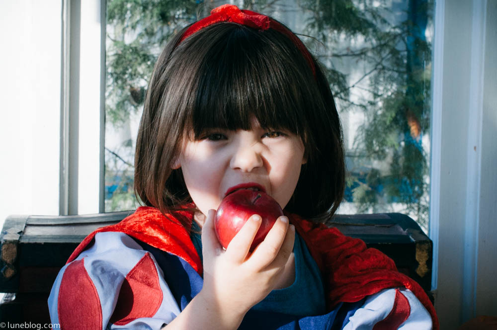 halloween lune blog snow white costume (37 of 24).jpg