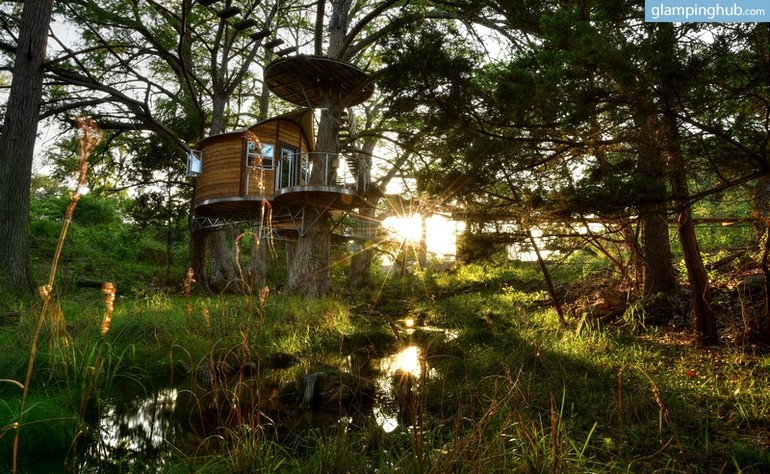 Dreamy One Room Treehouse in Austin Texas