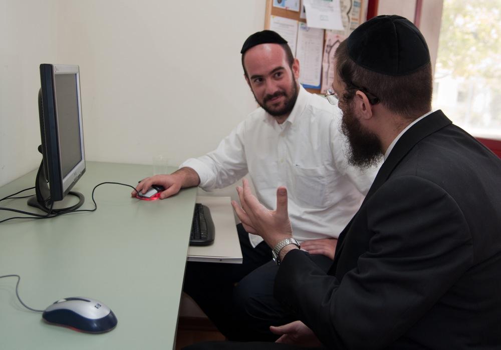 A Haredi man receives computer instruction at JDC's Mafteach job training center in Jerusalem. Credit: JDC.