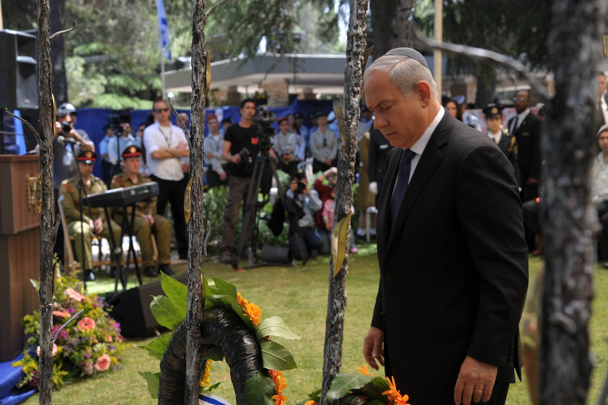 Click photo to download. Caption: Prime Minister Benjamin Netanyahu at the Yom Hazikaron ceremony in memory of fallen IDF soldiers at Mt. Herzl, May 9, 2011. Credit: Amos Ben Gershom/GPO.