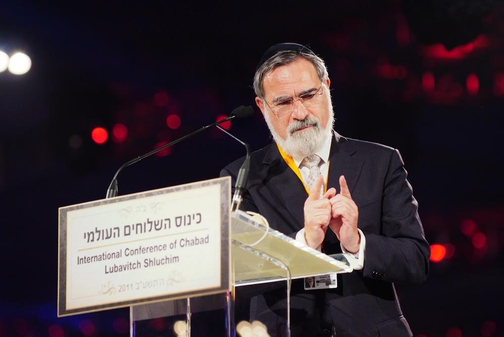Click photo to download. Caption: Chief Rabbi Lord Jonathan Sacks delivers the keynote address at a banquet Sunday night in Brooklyn that capped Chabad's five-day international conference for emissaries. Credit: Baruch Ezagui.