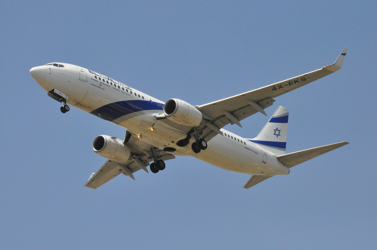 Click photo to download. Caption:An El Al plane. Israeli airlines ended their strike on Monday afternoon. Credit: AF1621/Wikimedia Commons.