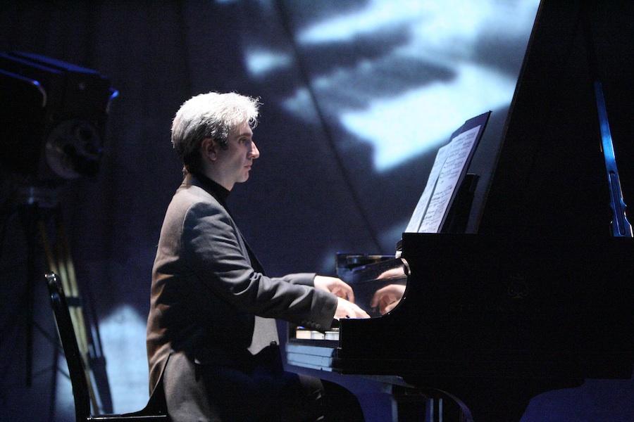 "Click photo to download. Caption: Hershey Felder in ""Maestro: The Art of Leonard Bernstein."" Credit: Michael Lamont.:"