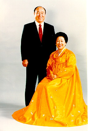 Click photo to download. Caption: The Unification Church cult founder Sun Myung Moon with his wife Hak Ja Han. Moon, whose cult had recruited Steve Hassan, passed away Sept. 3 at age 92. Hassan was eventually saved from the cult and has been a cult educator since 1976. Credit: Steve Dufour.