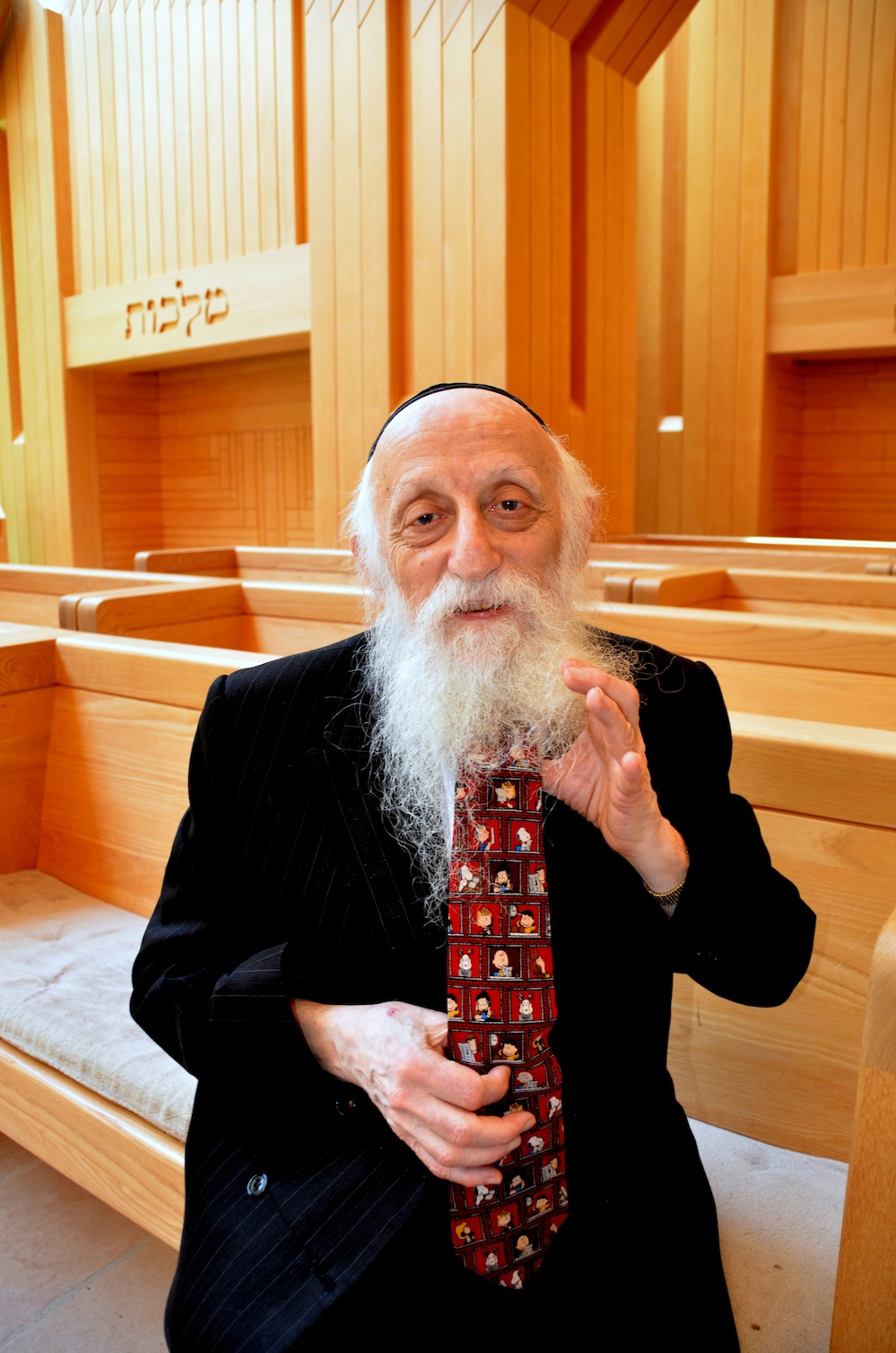Click photo to download. Caption: Rabbi Dr. Abraham Twerski shows his necktie featuring Charlie Brown and friends. Credit: Maxine Dovere.