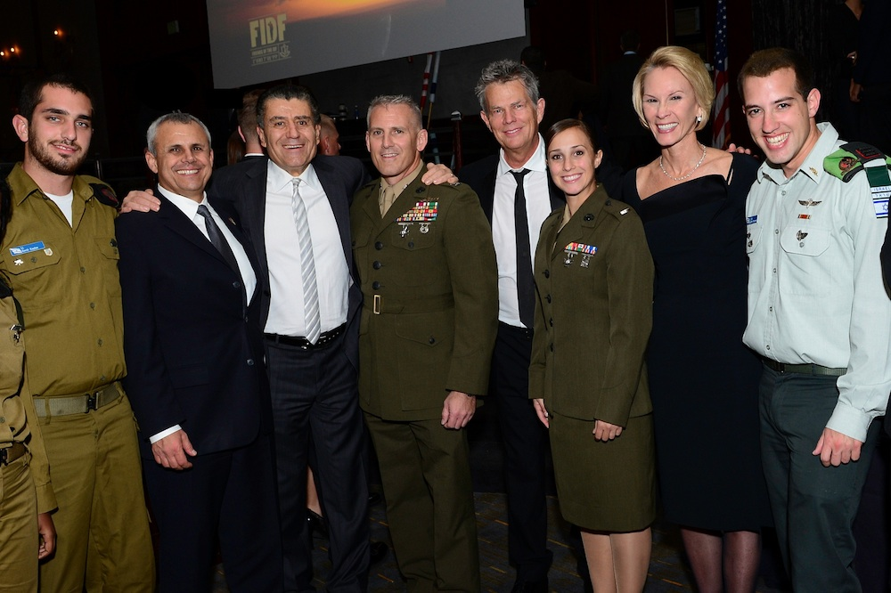 Click photo to download. Caption: From left to right, at the Dec. 6 FIDF gala in Los Angeles: FIDF National Director and CEO Maj. Gen. (Res.) Yitzhak (Jerry) Gershon, FIDF National Board Member and major supporter Haim Saban, 16-Time Grammy winner David Foster, and major FIDF supporter Cheryl Saban with members of the Israeli and American armed forces. Credit: Alexi Rosenfeld.