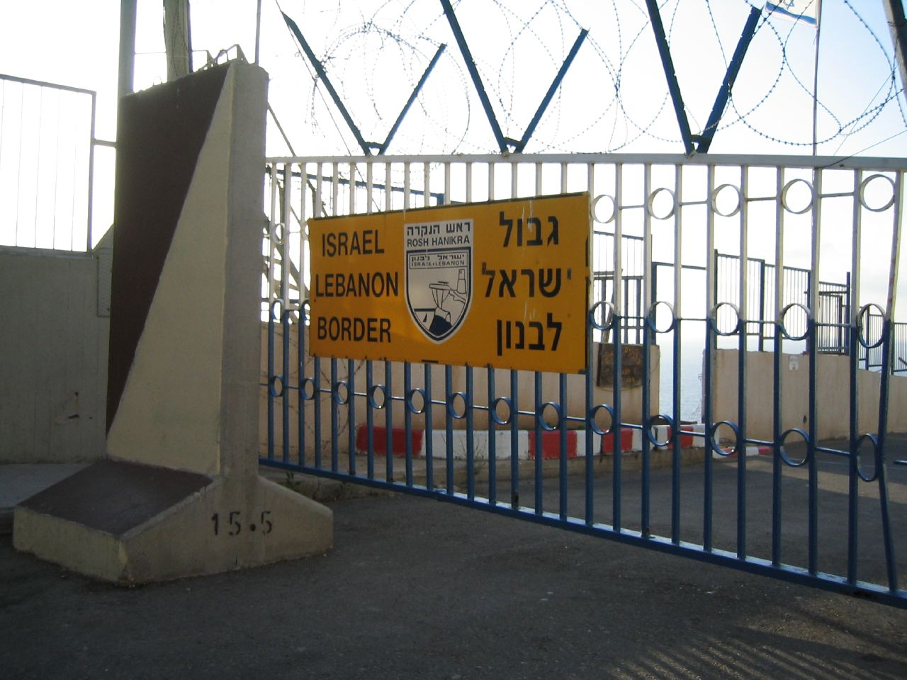 The Israel-Lebanon border at Rosh Hanikra. Four IDF soldiers were injured in a blast along the Lebanon border. Credit: Campsmum via Wikimedia Commons.