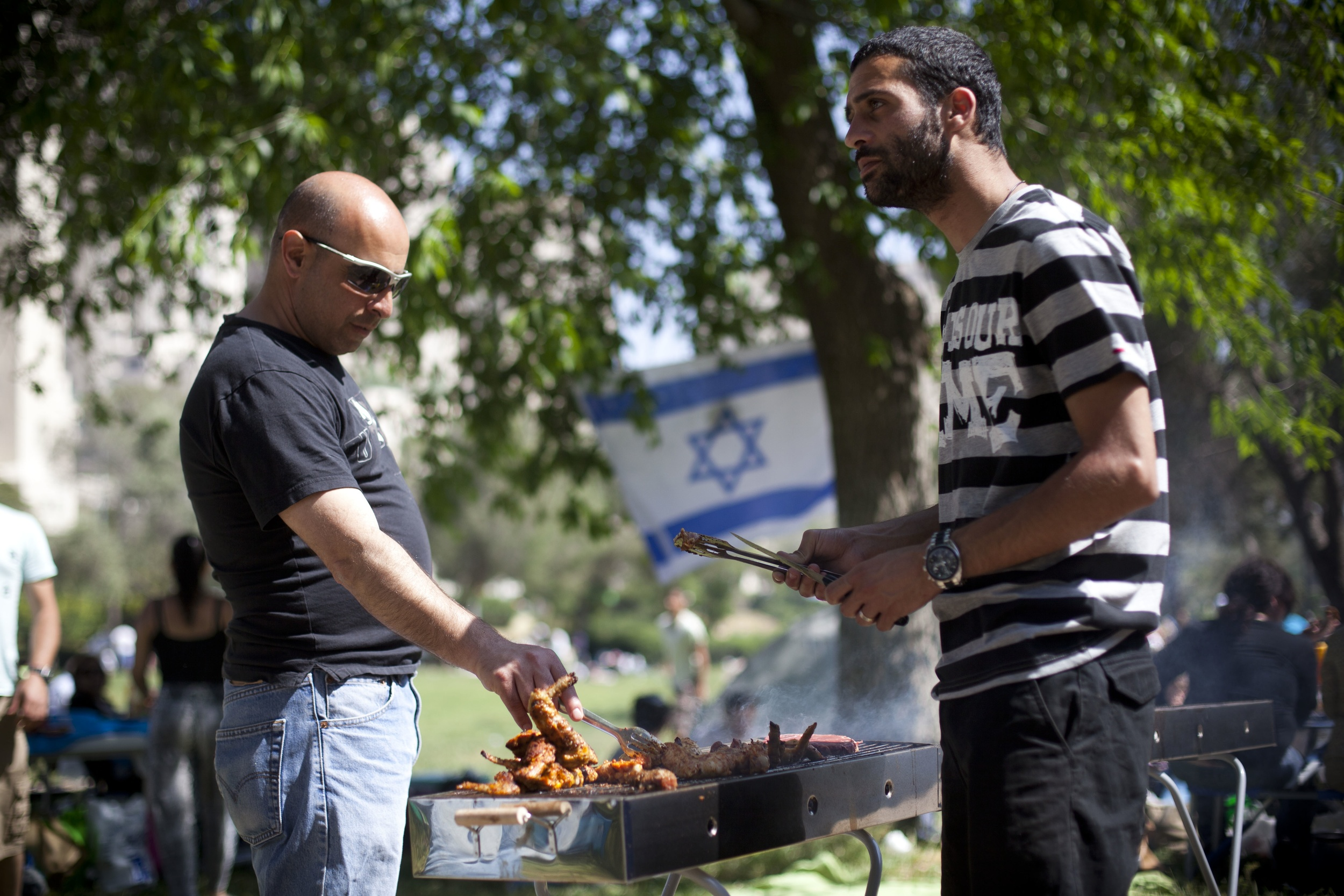 Click photo to download. Caption: An Israeli family has a barbecue during the celebration of Israel's 64th Independence Day at Sacher Park in Jerusalem, April 26, 2012. Credit: Yonatan Sindel/Flash90.