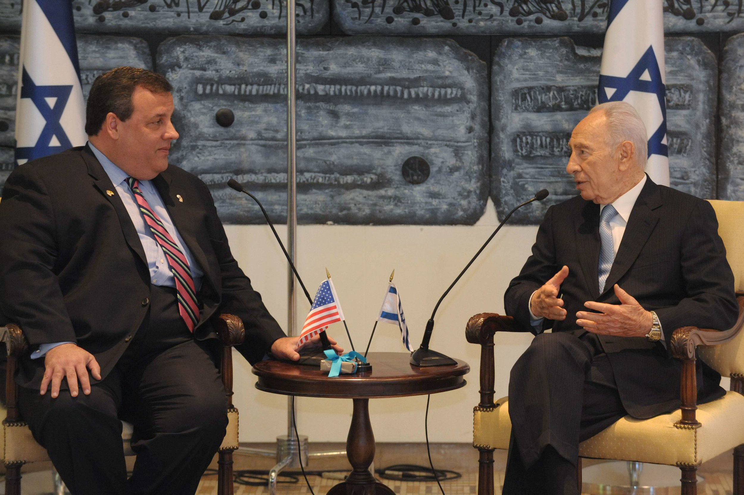 Click photo to download. Caption:New Jersey GovernorChrisChristie (left) meets with Israeli President Shimon Peres during his trip to Israel on April 3, 2012. Credit: Mark Neyman/GPO/Flash90.