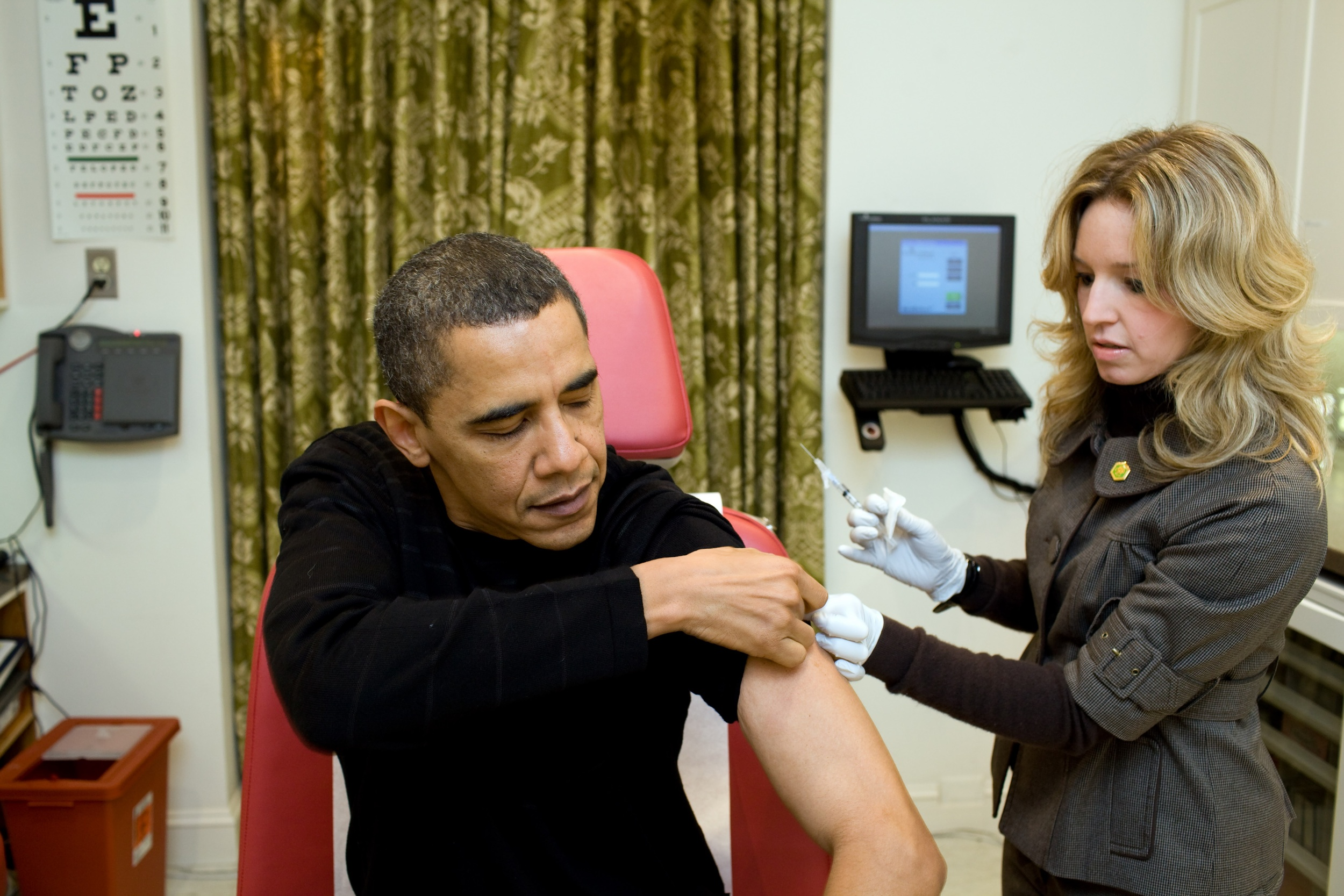 Click photo to download. Caption: A White House nurse prepares to administer the H1N1 vaccine to President Barack Obama on Dec. 20, 2009. Credit: Pete Souza/White House.