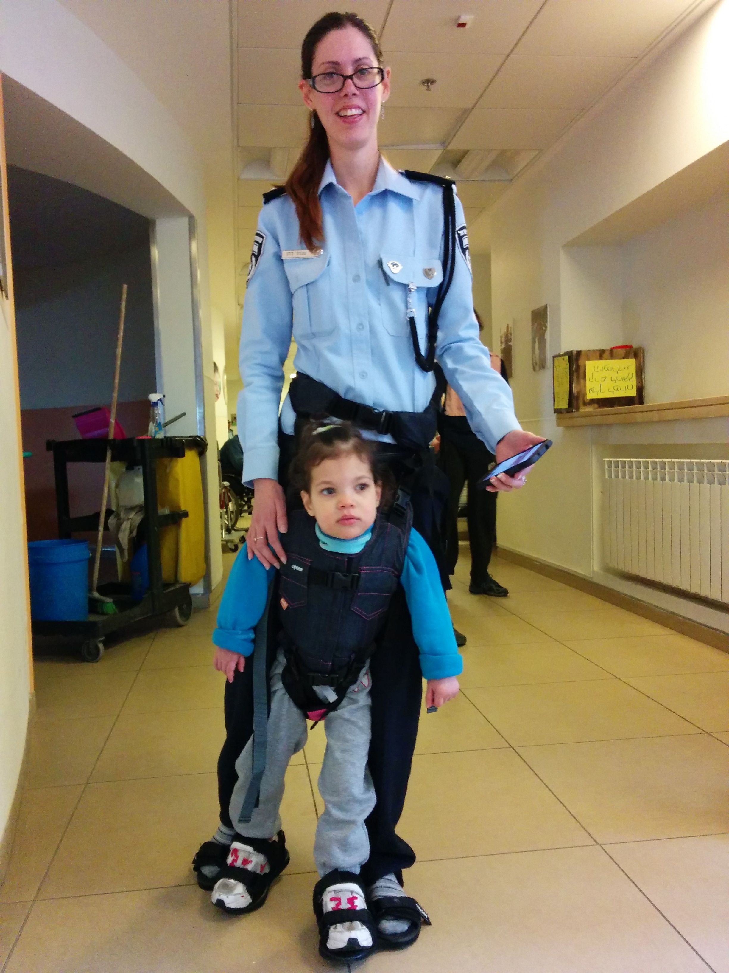 Click photo to download. Caption: An Israeli police officer trains with a child with a disabilityfor a special course inthe 2015 Jerusalem Marathon. Credit: ALEH.