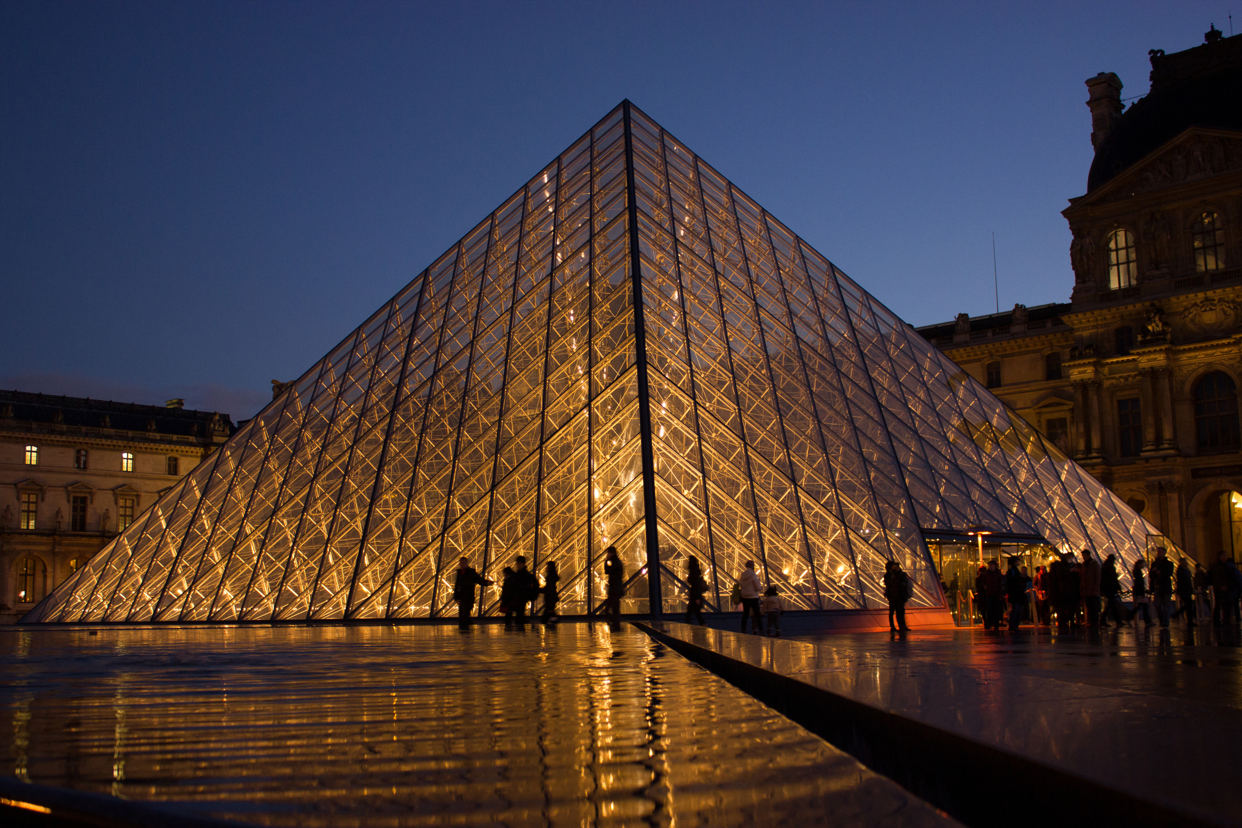 Click photo to download. Caption: The glass pyramid at France's Louvre art museum, which stands accused of discriminating against Israeli students. Credit: Hteink Min via Wikimedia Commons.