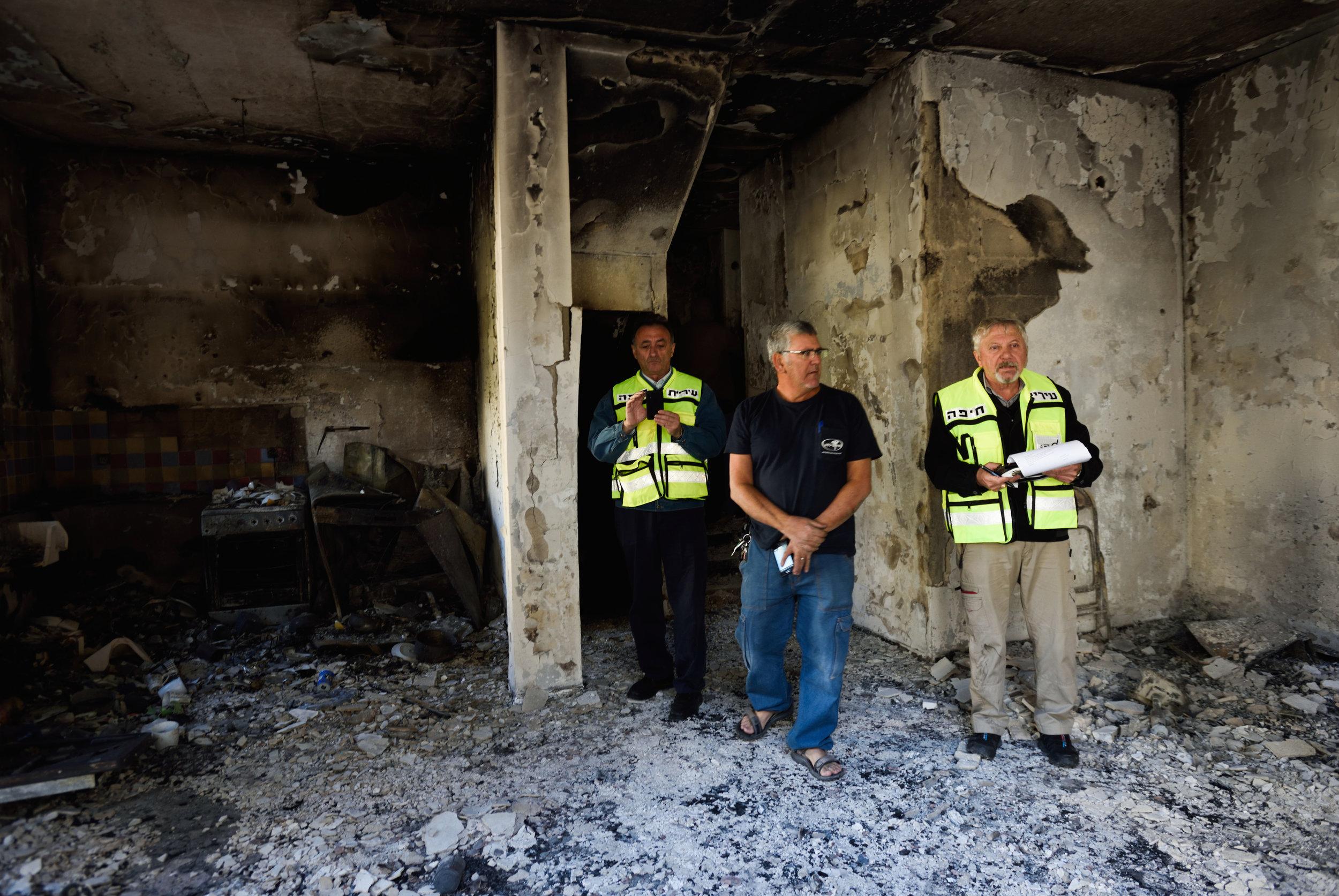 Israelis inspect the damage to a burnt house in Haifa Nov. 25, 2016. Credit: Gili Yaari/Flash90.