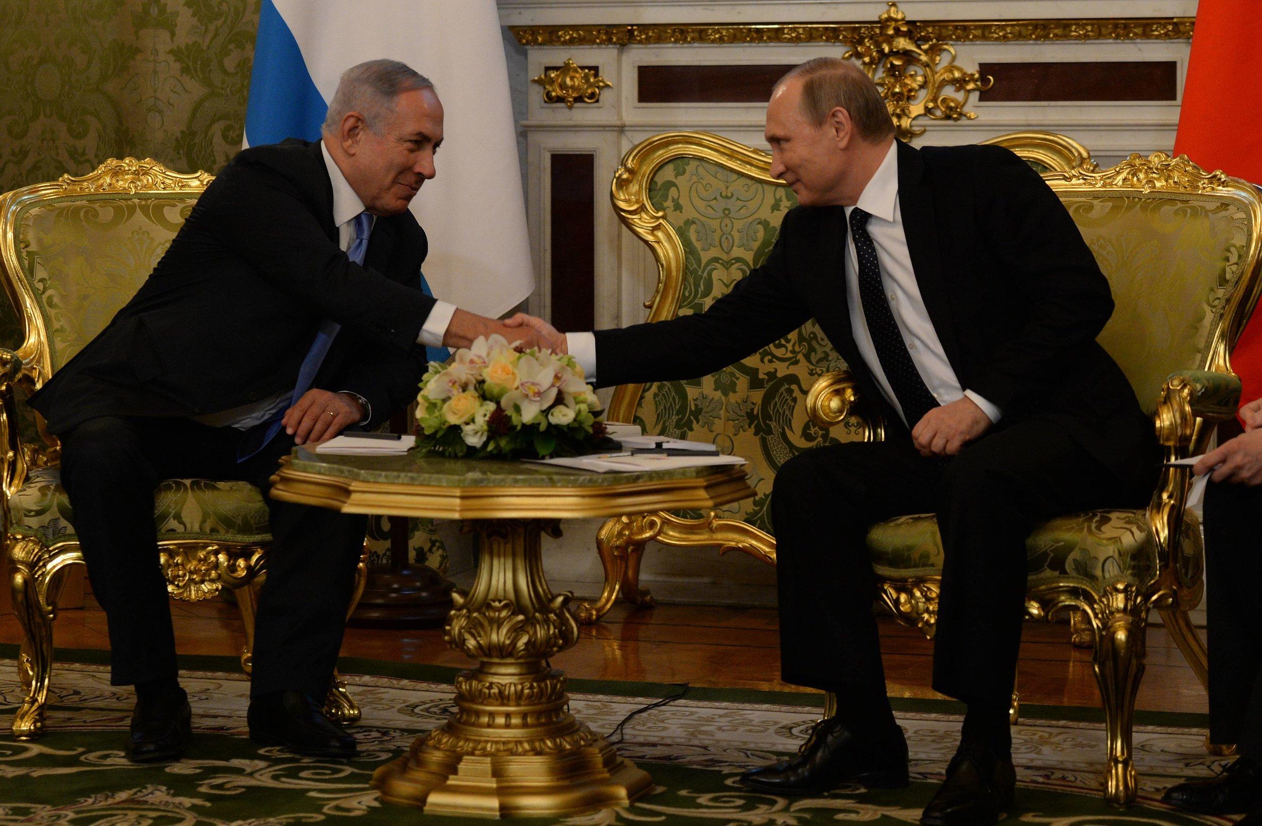 Israeli Prime Minister Benjamin Netanyahu (left) meets with Russian President Vladimir Putin in Moscow June 7, 2016. Credit: Haim Zach/GPO.