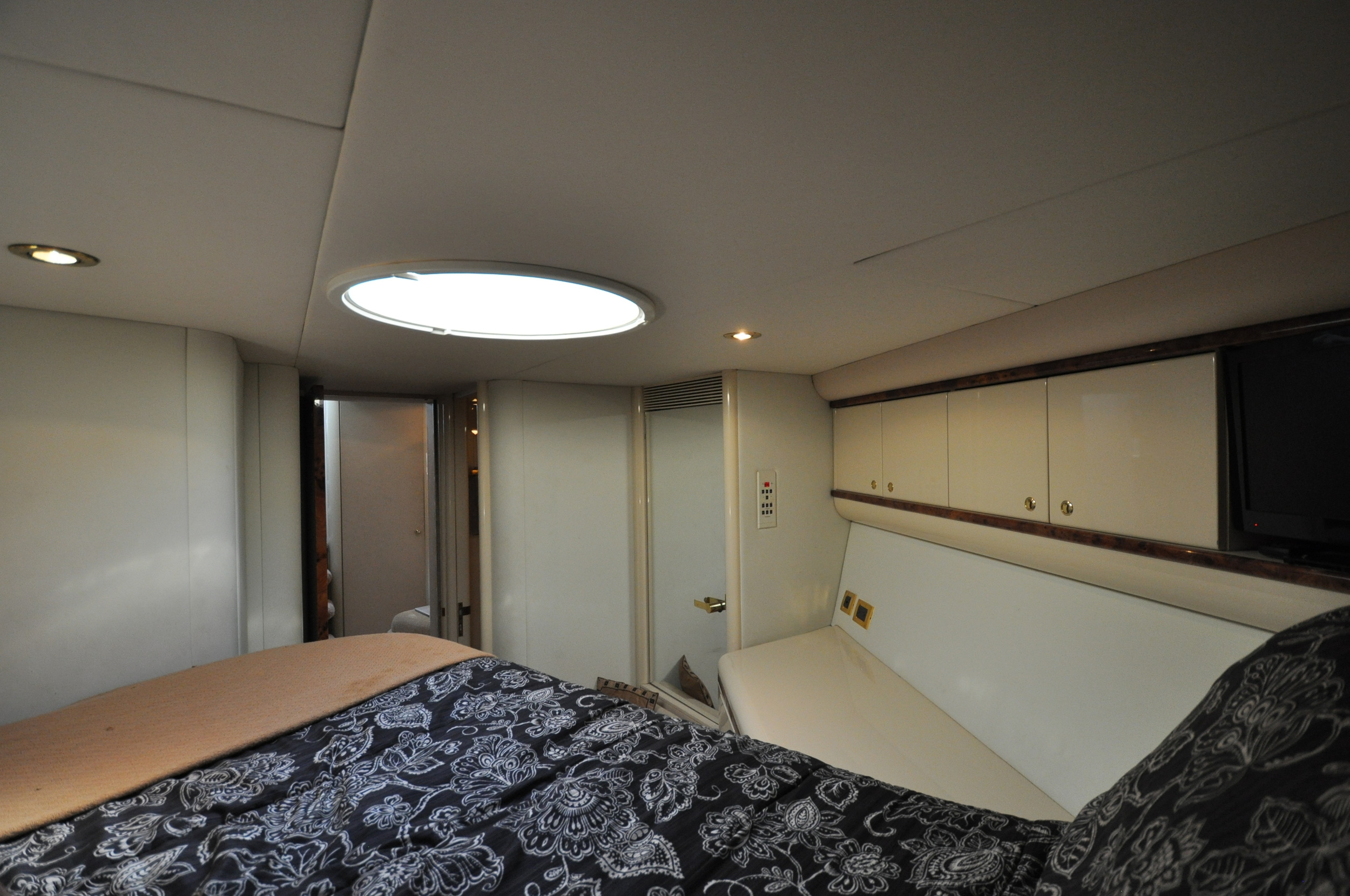 86 - VIP suite 2 looking aft.JPG