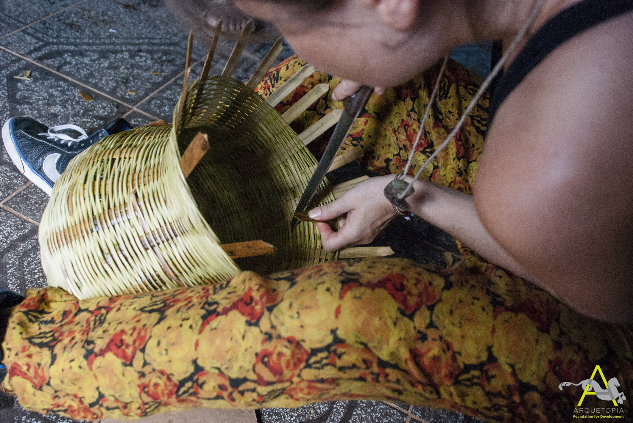 Completing woven body