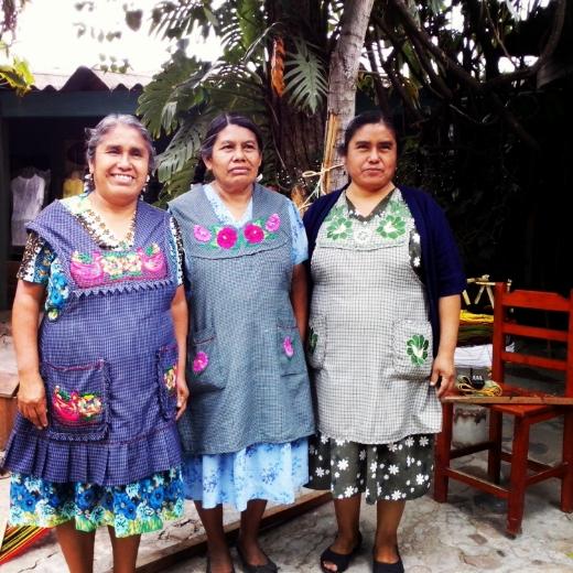 The women of the Navarro Gómez family, Santo Tomás Jalieza