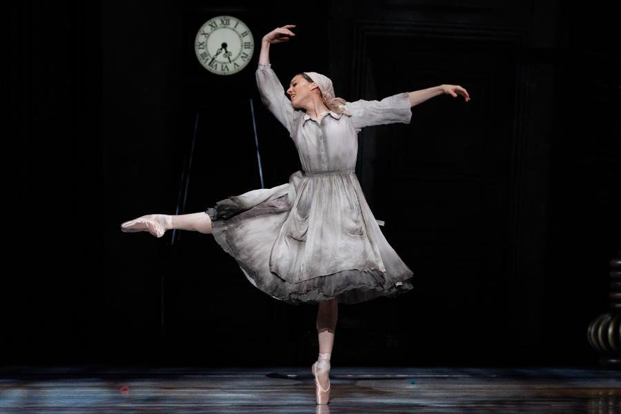 Leanne Stojmenov as Cinderella in Alexei Ratmansky's new production of   Cinderella   premiered by The Australian Ballet (Image credit: Jeff Busby)