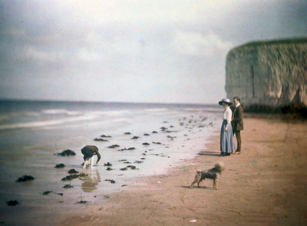 John Cimon Warburg's  Margate beach, blue girl , Autochrome Lumière from 1915