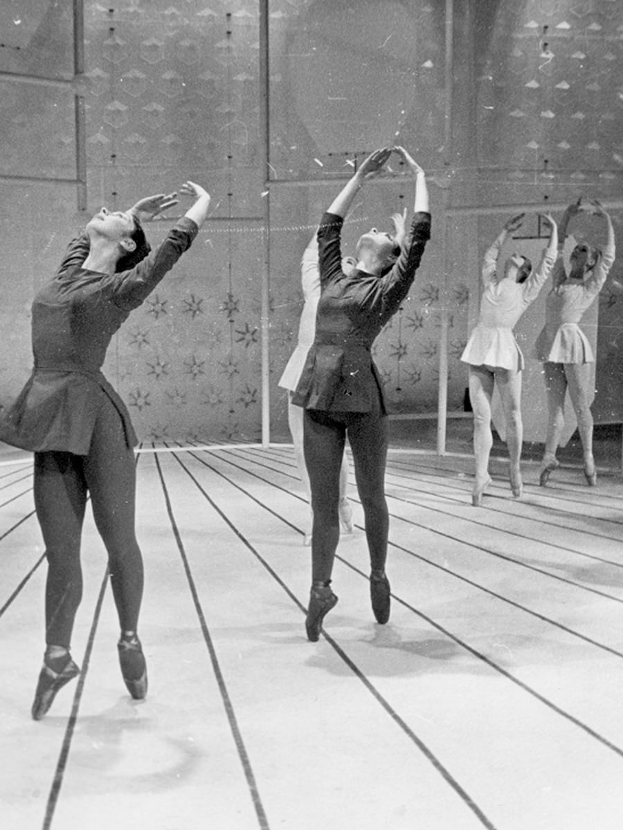 Betty Pounder, JC Williamsons' resident choreographer, makes  Jazz Spectrum , a new contemporary work, on The Australian Ballet, 26th March, 1964 (image source:  The Australian Ballet )