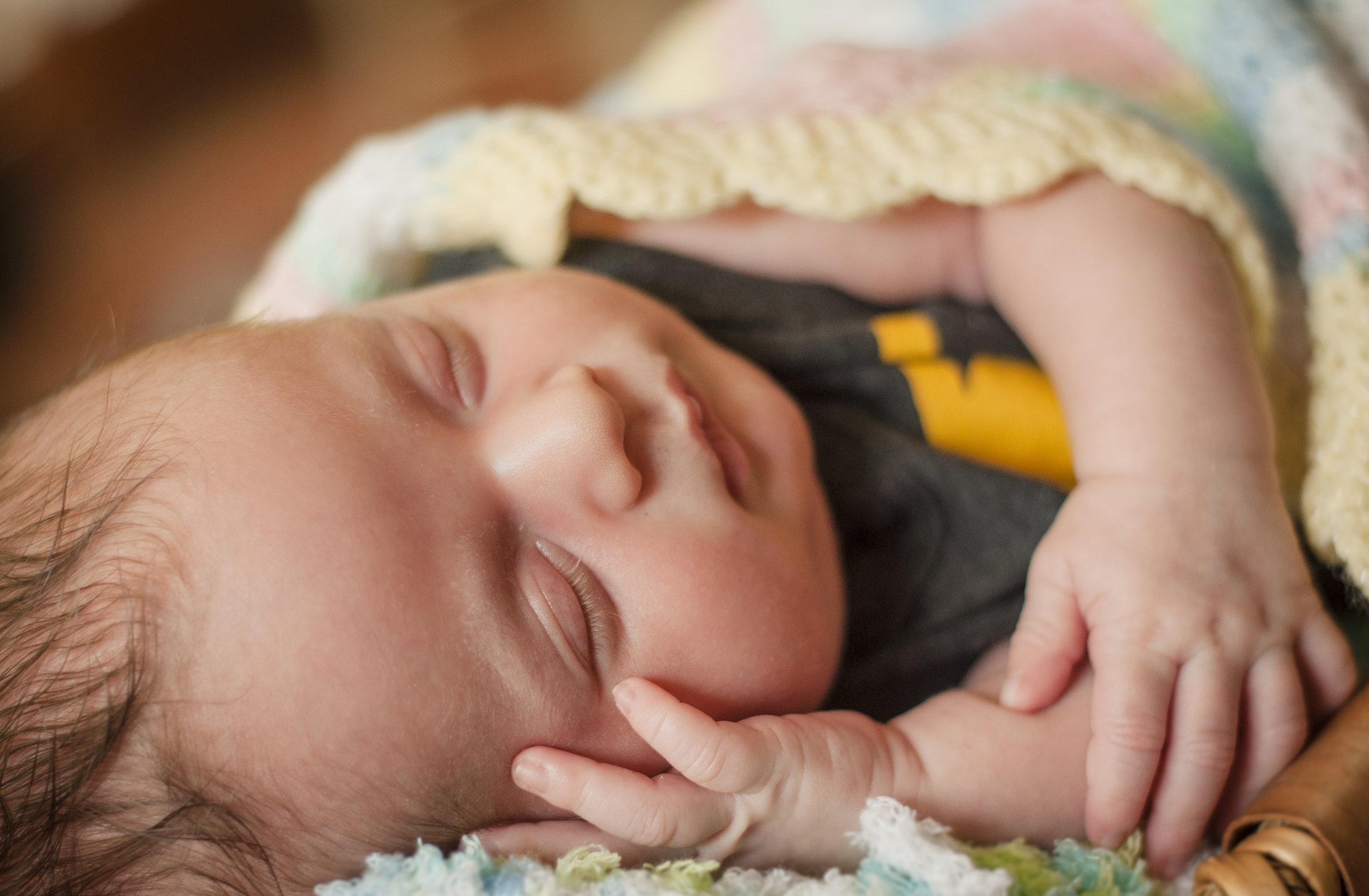BabyGinoNewborn-206.jpg