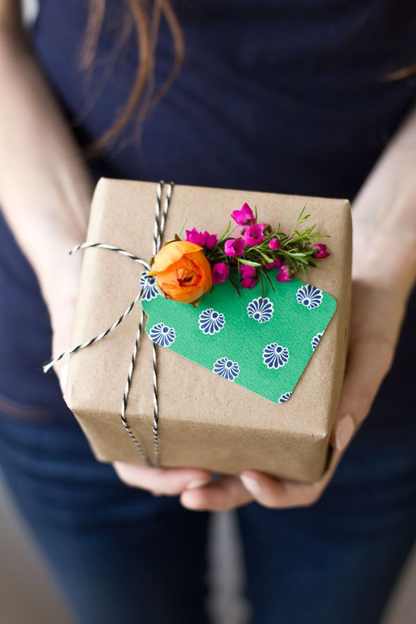 MELISSA GUEDES'   GIFT WRAP   PNBOARD