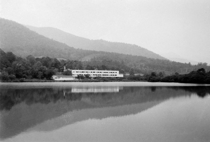 Photo by Harriet Sohmers Zwerling, Courtesy Ramsey Library, UNC Asheville