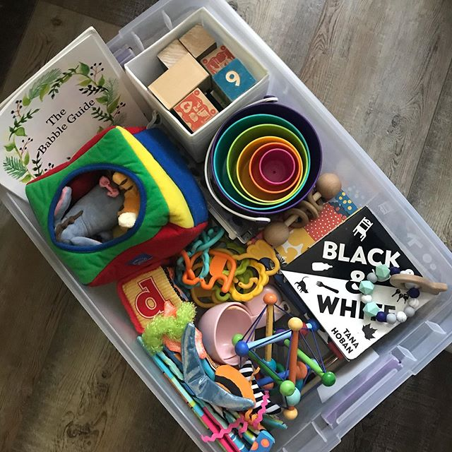 Heading out town doesn't mean we need All-the-things - just the purposefully curated ones. @bocabebeteethers , vintage @discovery.toys Discovery box, black and white books for Walter. Matching games, @babblebooks, @tupperwareusca stacking bowls and blocks for Wynnie.