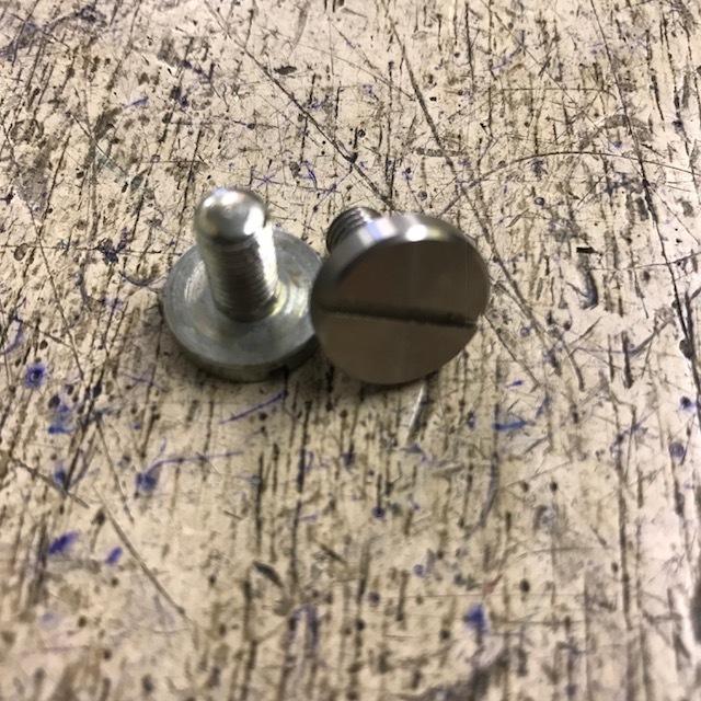 Main bearing liner retaining screw