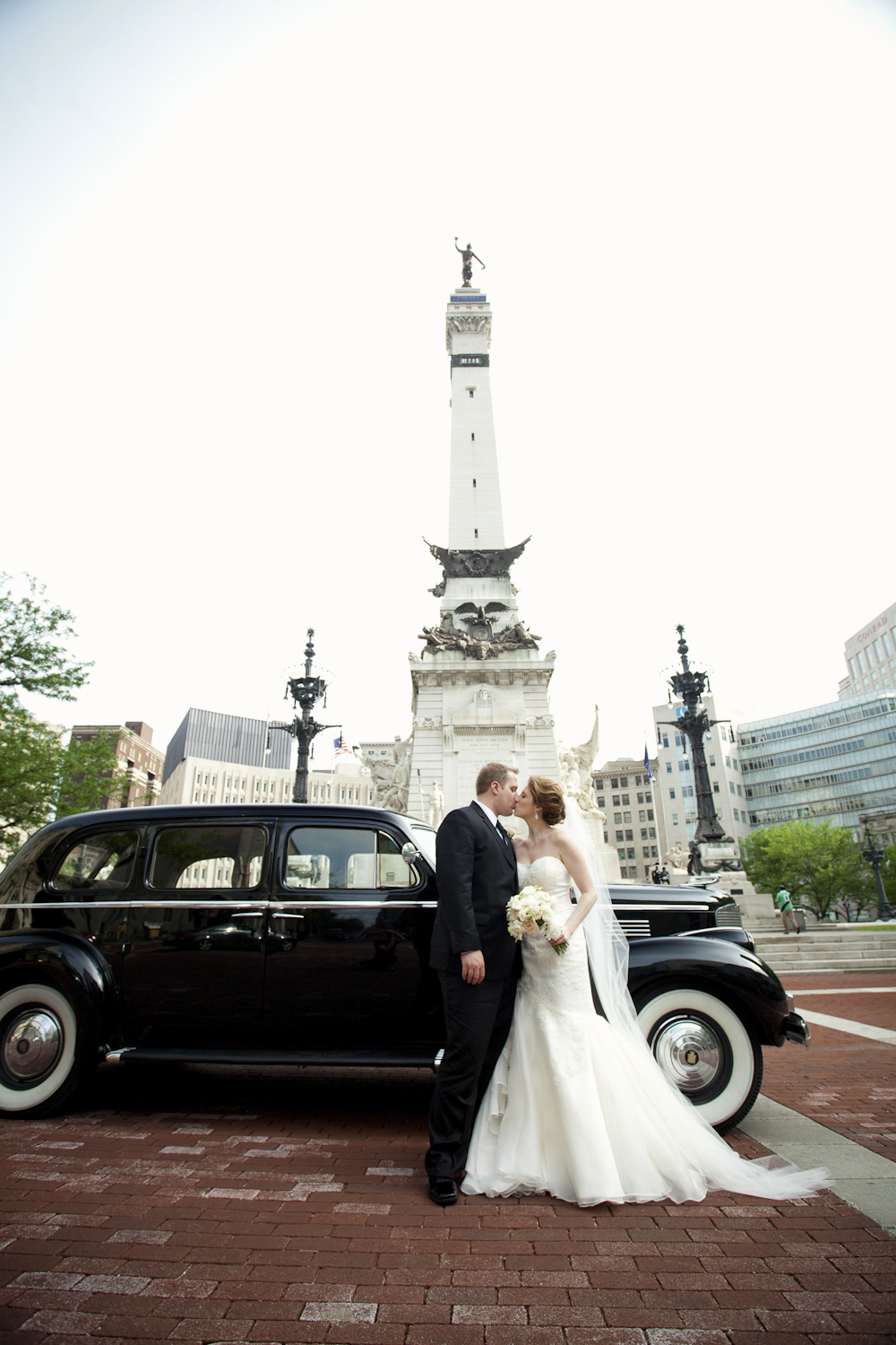 Indianapolis-Indiana-Wedding-Photographer-Crowes-Eye-Photography-Monument-Circle.jpg