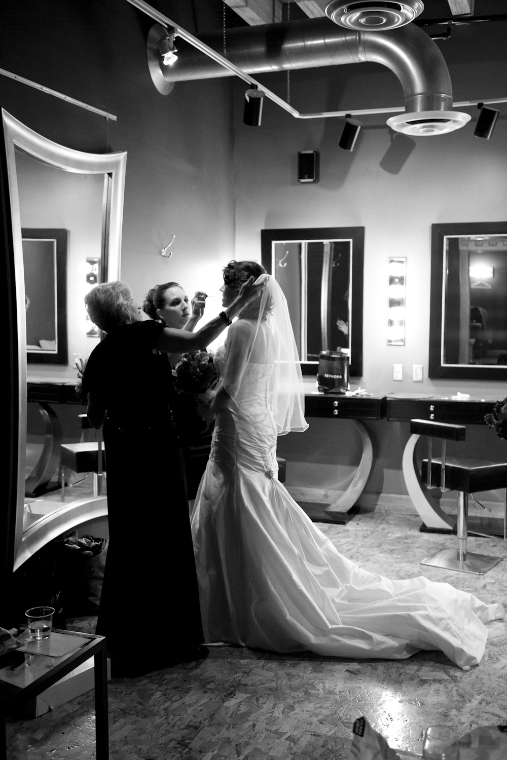 Indianapolis-Indiana-Maveris-Wedding-Photographer-Crowes-Eye-Photography-Bridal-suite.jpg