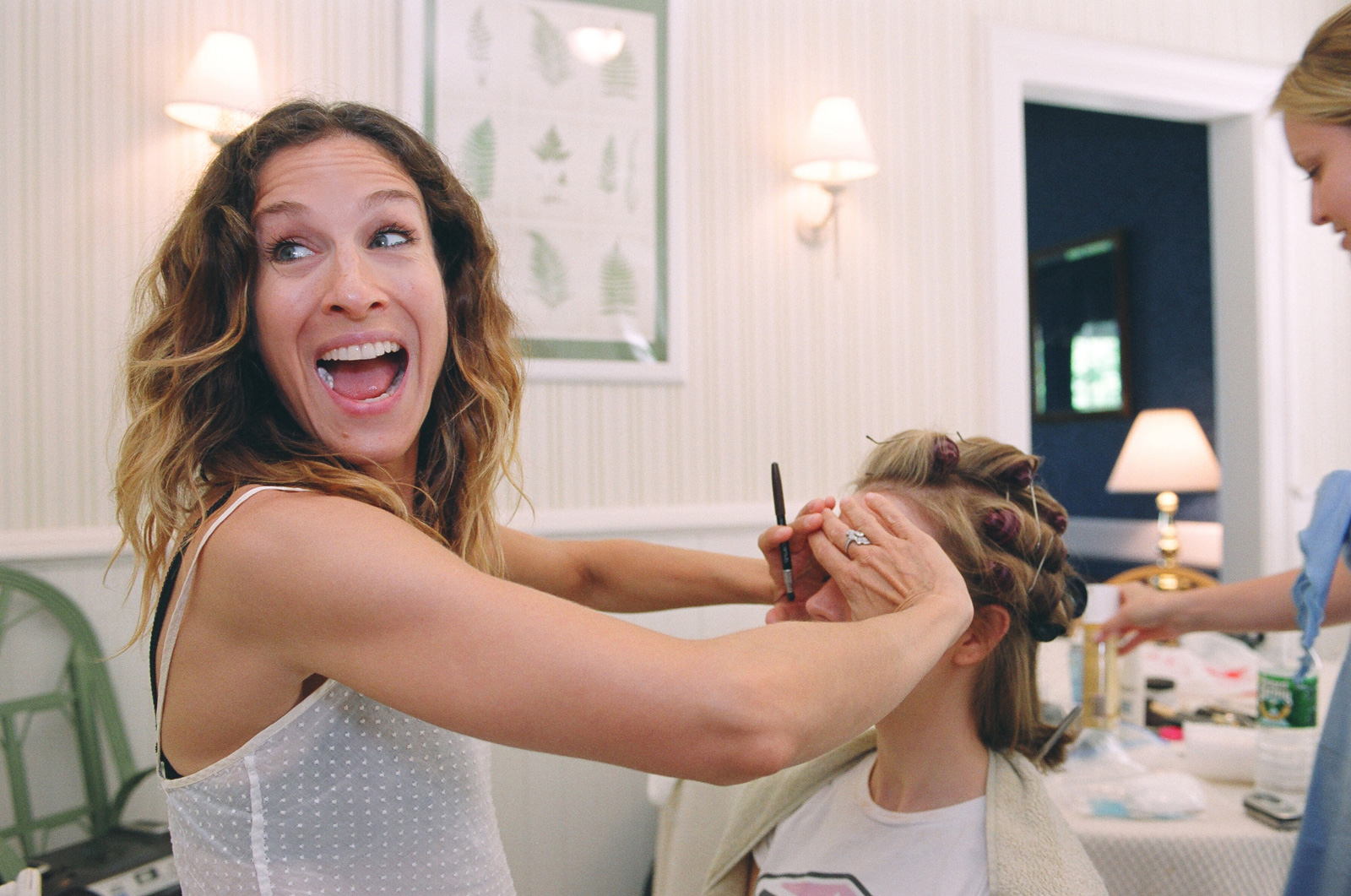 Sara Jessica Parker doing the brides makeup