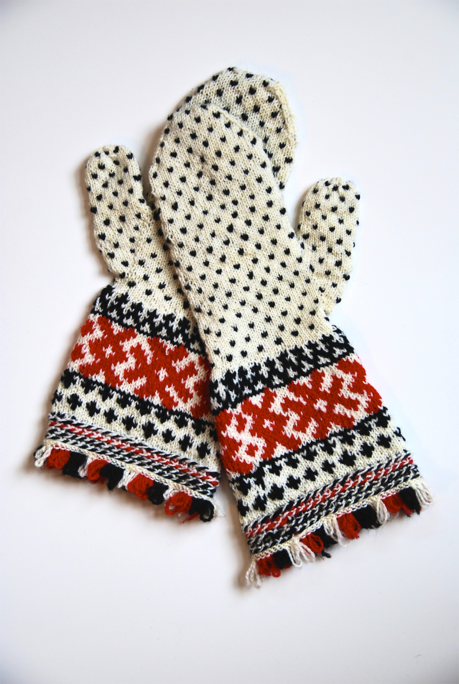 Finnish mittens, charted by Mary Olki