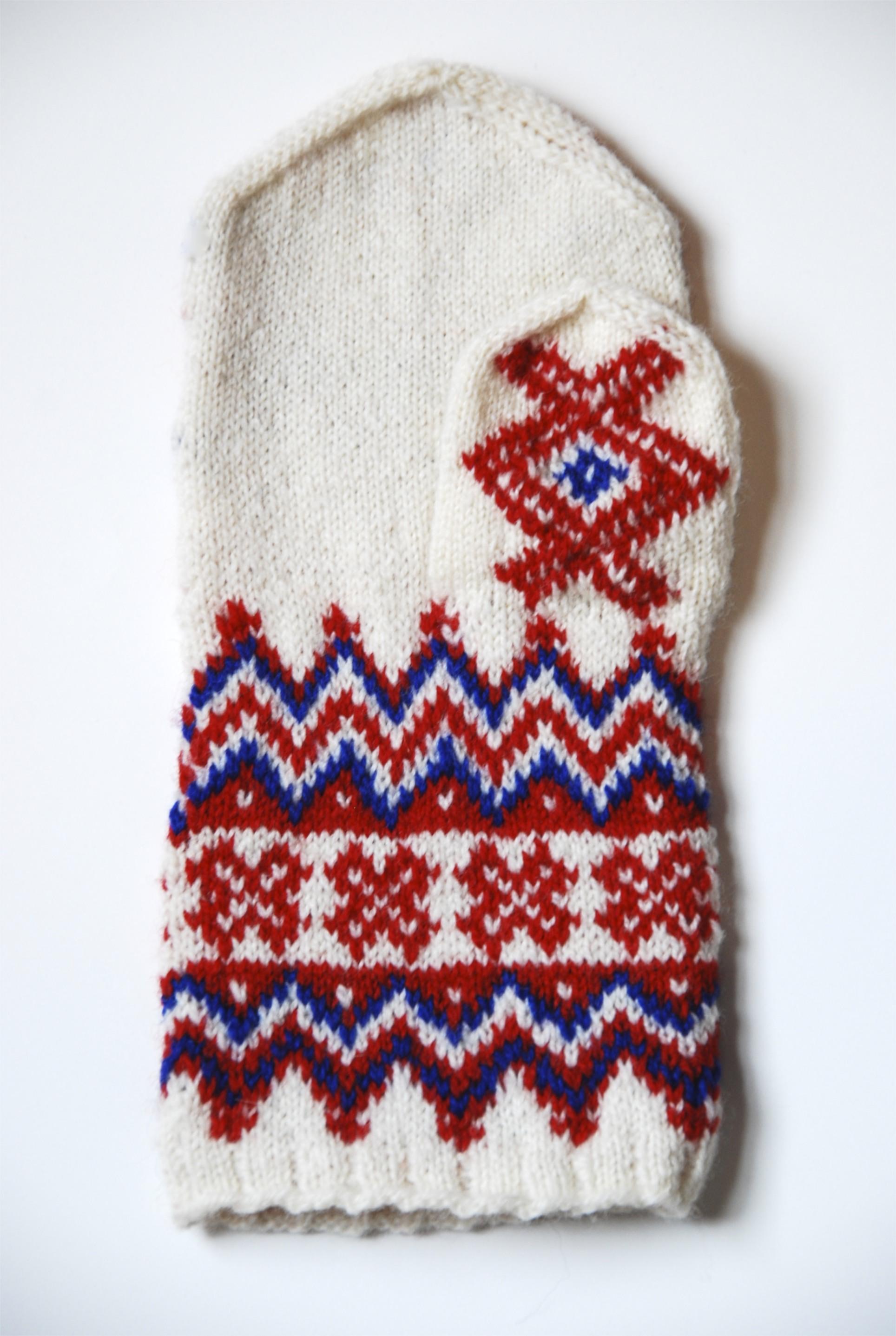 palm of the hand  Ávži mitten, knit by stashmuffin