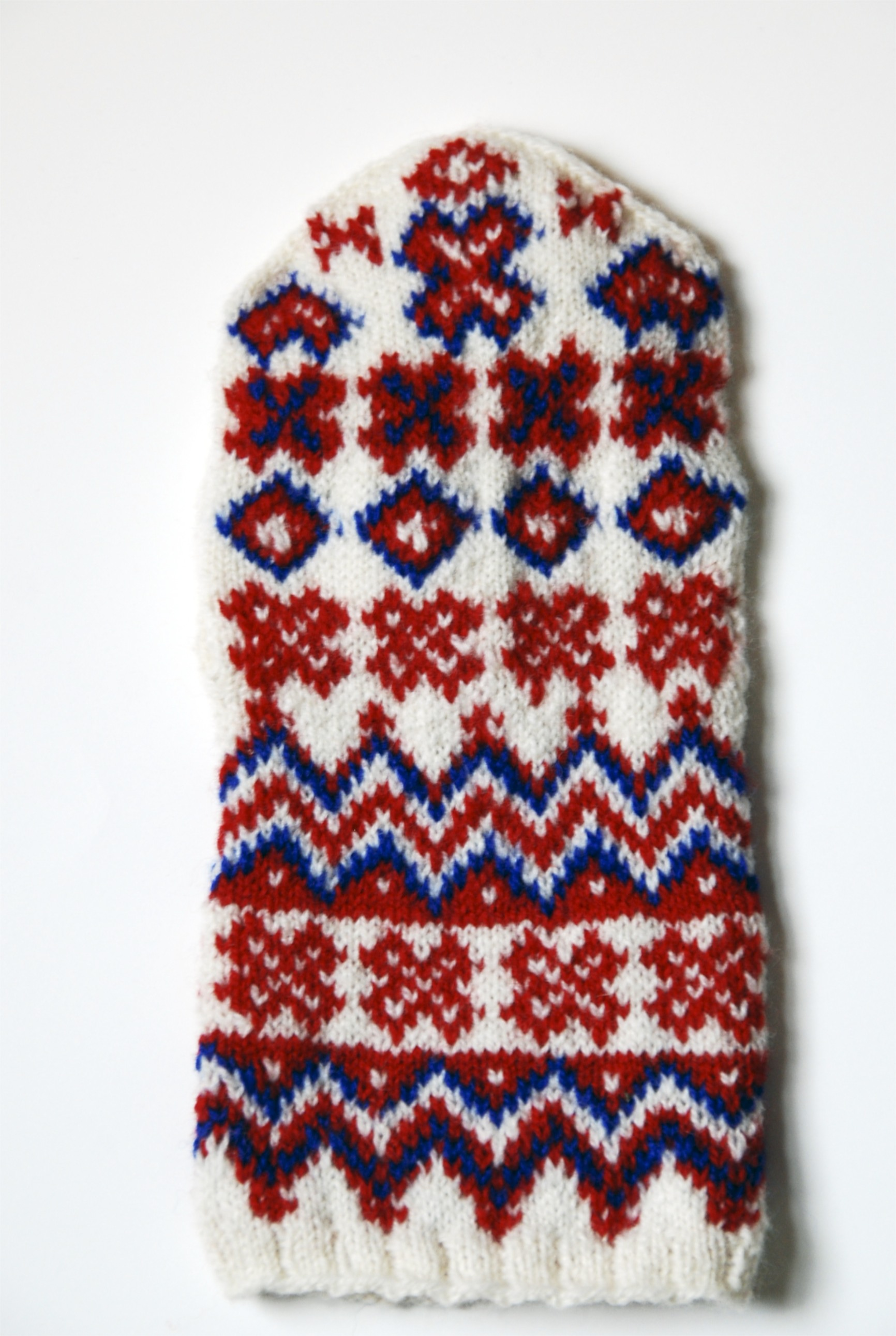 back of the hand  Ávži mitten, knit by stashmuffin