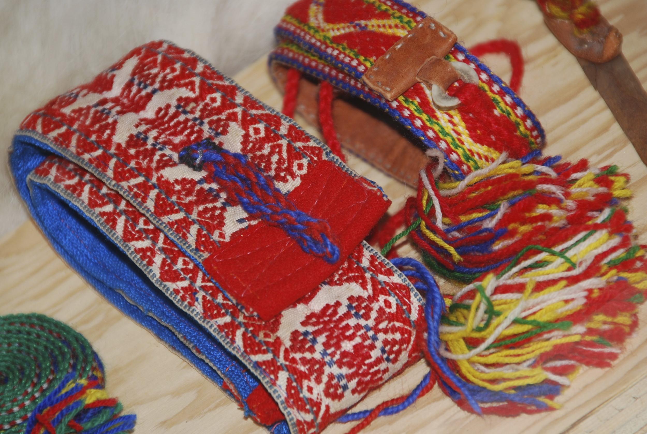 part of the Sámi Alaska exhibit: woven Sámi bands