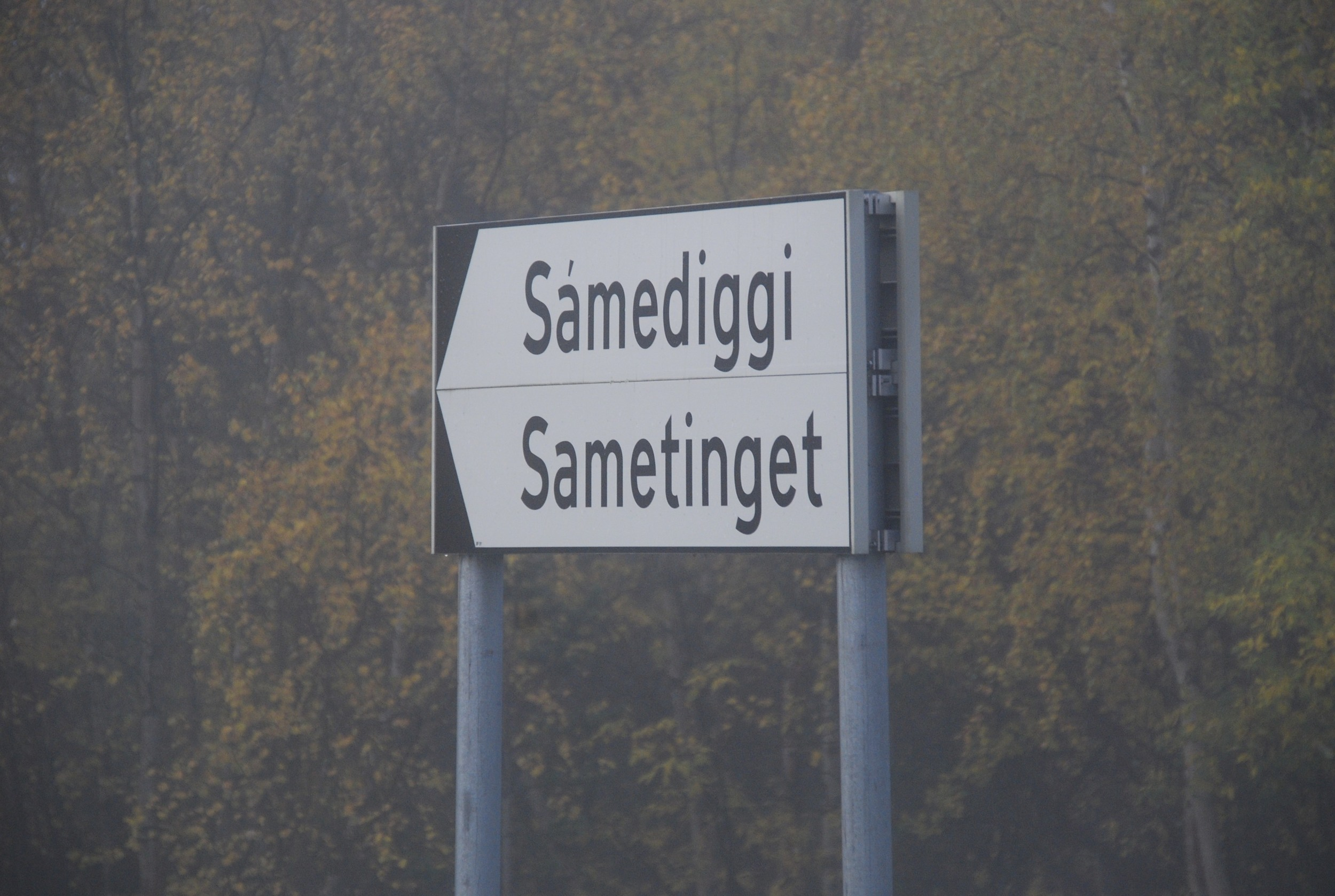 Roadway sign indicating the Sámi parliament building