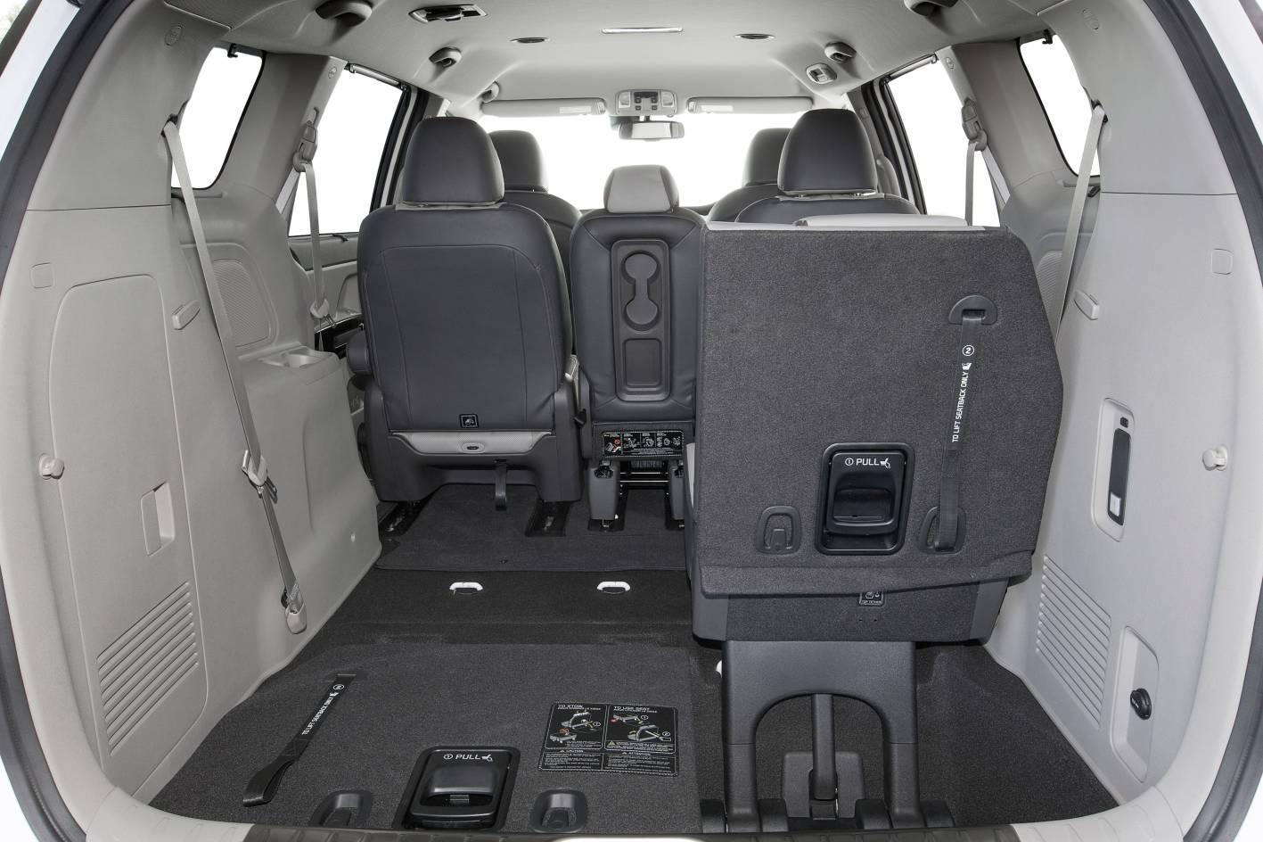 2016 Kia Carnival cargo - 6 seater.jpg