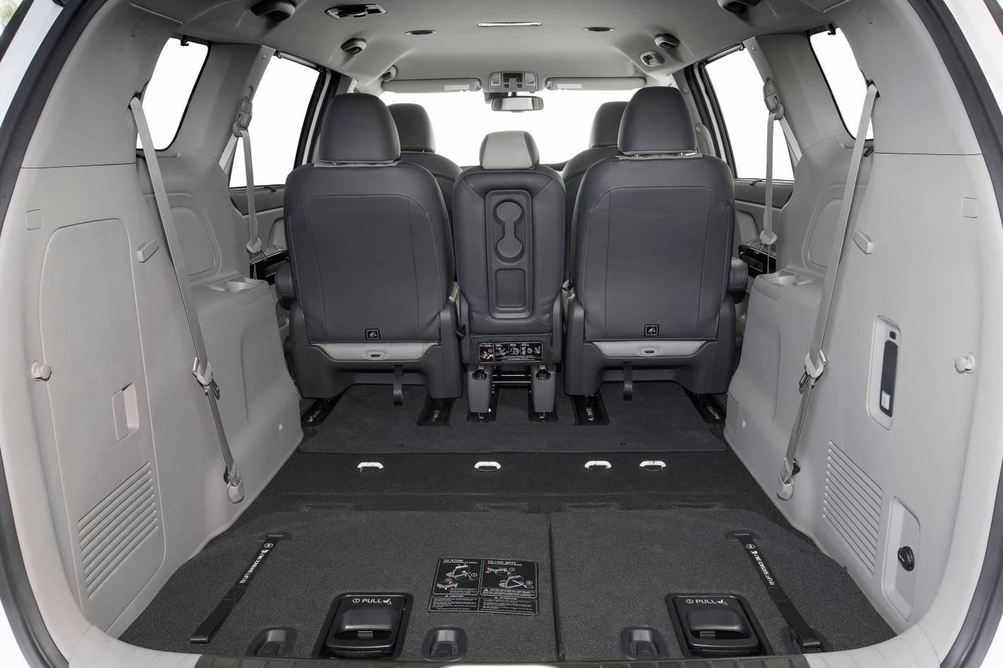 2016 Kia Carnival cargo - 5 seater.jpg