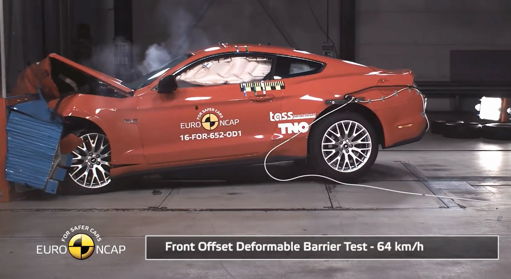 In this very standard crash, both front airbags failed to work properly