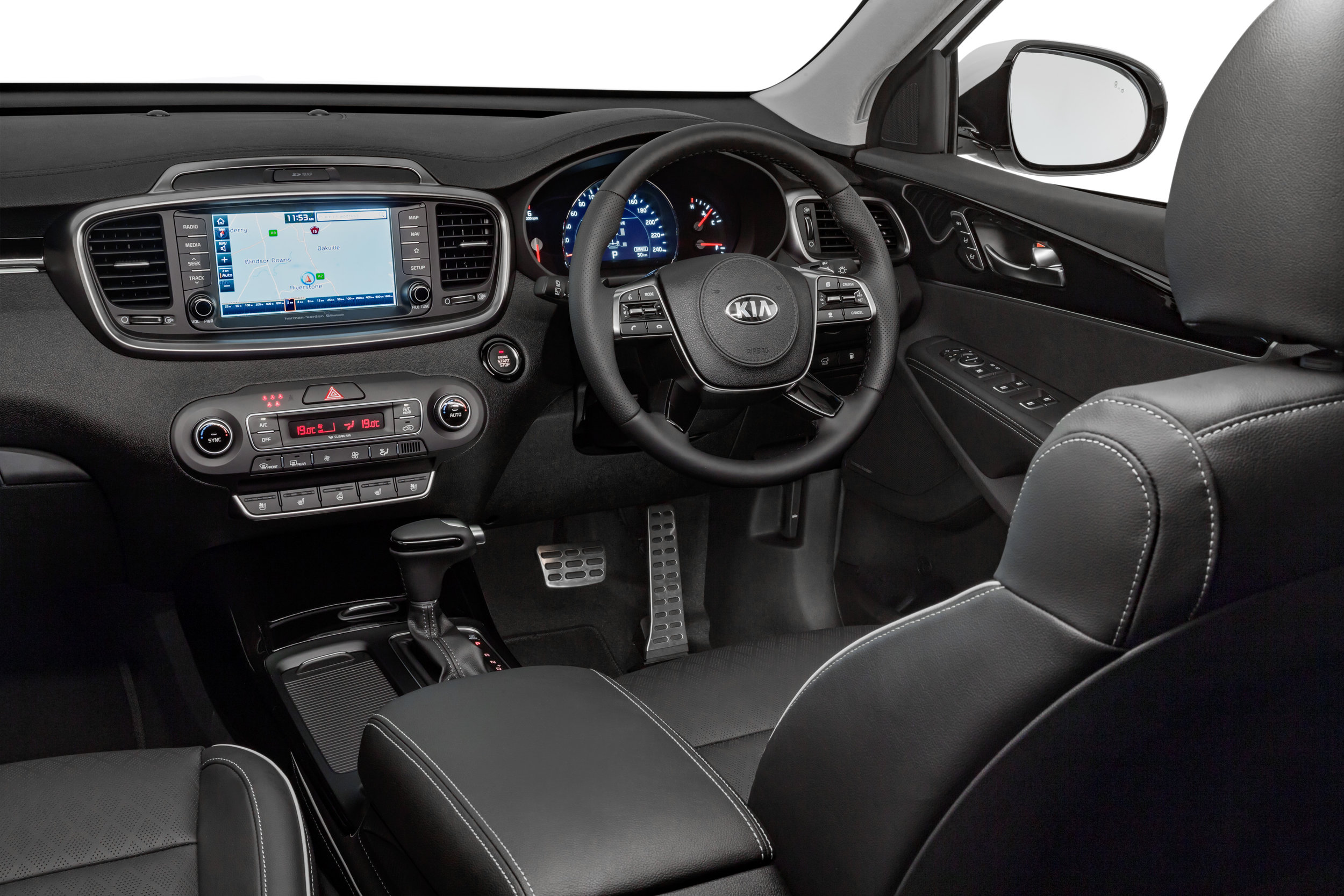 Sorento's interior offers an immense equipment level and great comfort - but remember to switch off the (awful) Lane Keeping Assistant
