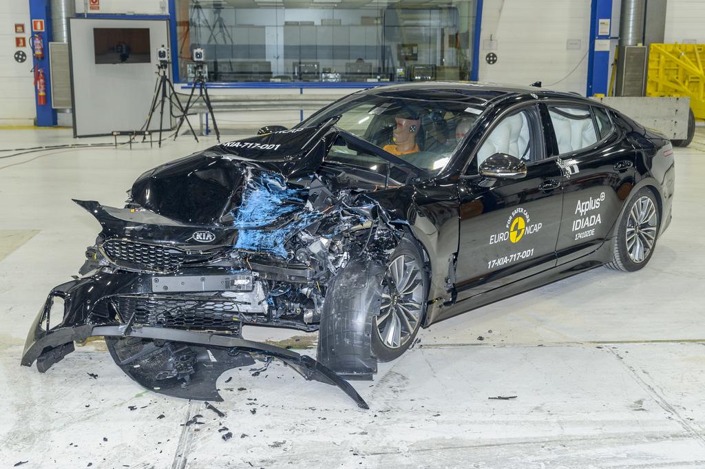 Kia Stinger crash 3.jpg