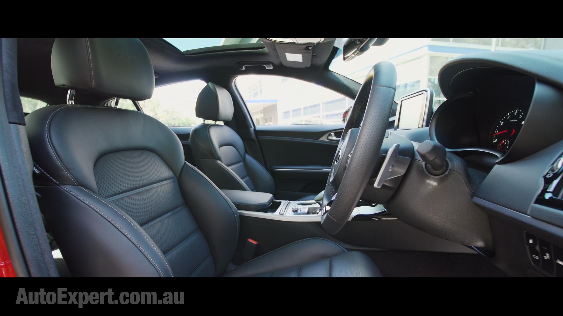 18 Kia Stinger Front Seat.jpg
