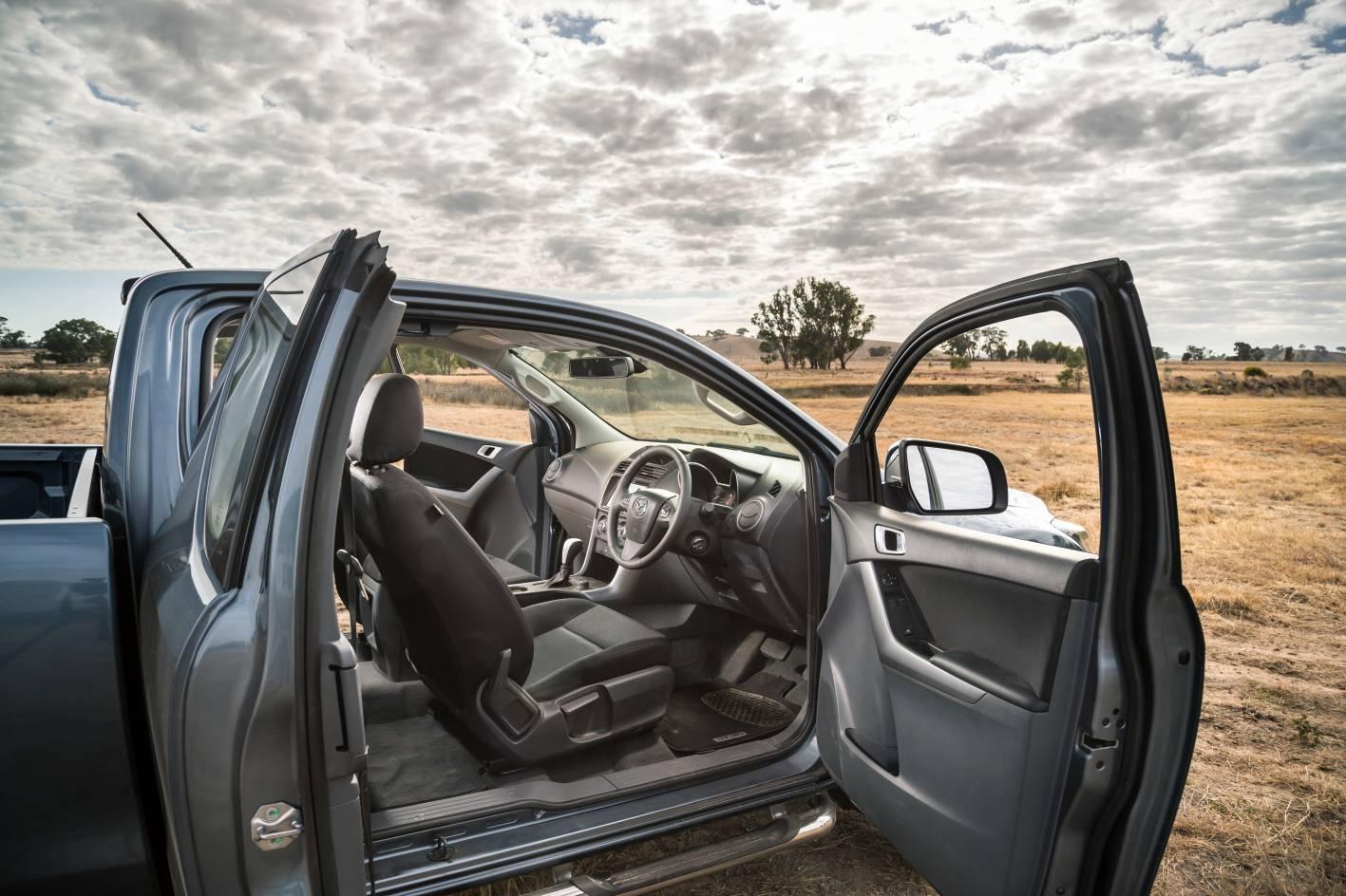 2018 Mazda BT-50 08.jpg
