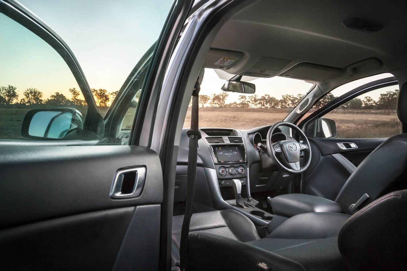 2018 Mazda BT-50 05.jpg