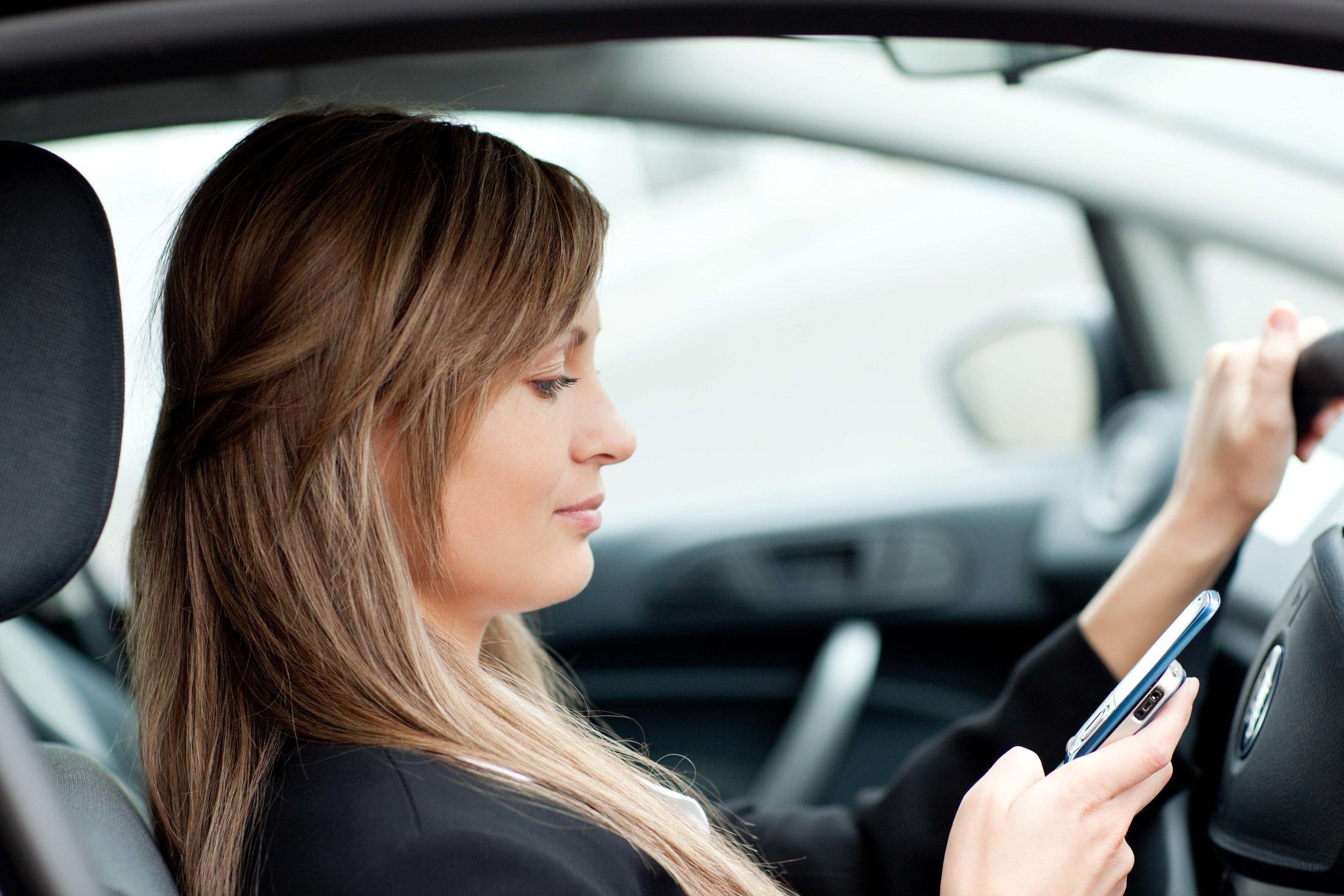 phones-driving-low-res.jpg