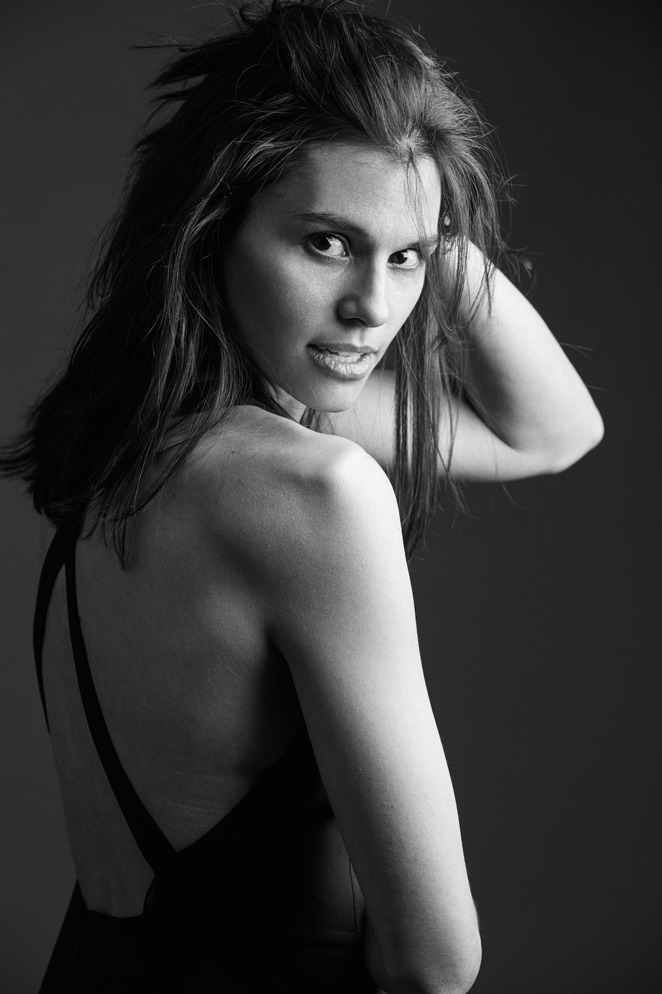 Nicole_Peelman_Portrait_Commercial_Model_Fashion_Shoot_Minneapolis_Photographer_Joe_Lemke_004.JPG